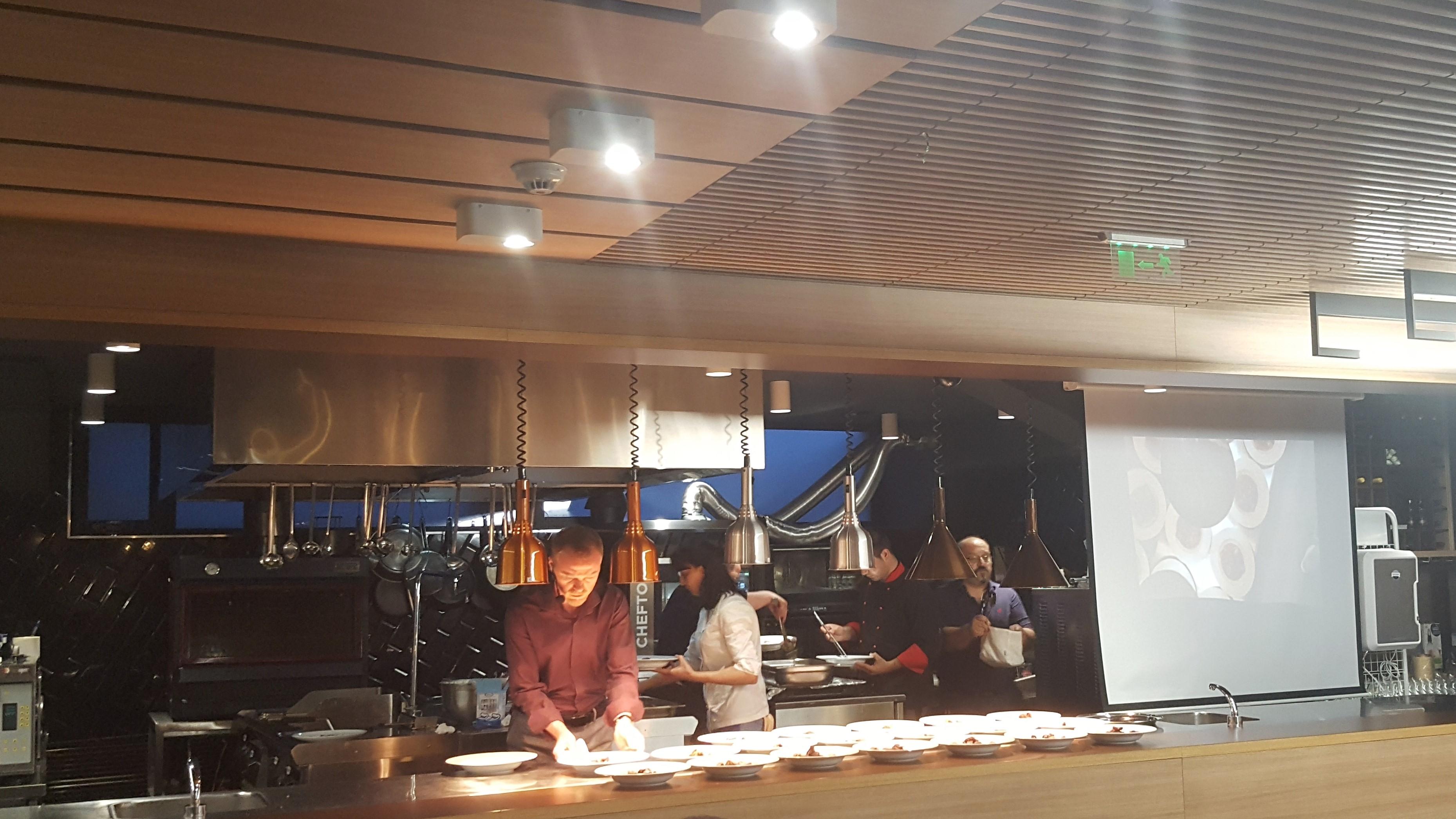 Кипи трескава подготовка вечеря на Кулинарните блогъри by placescases.com