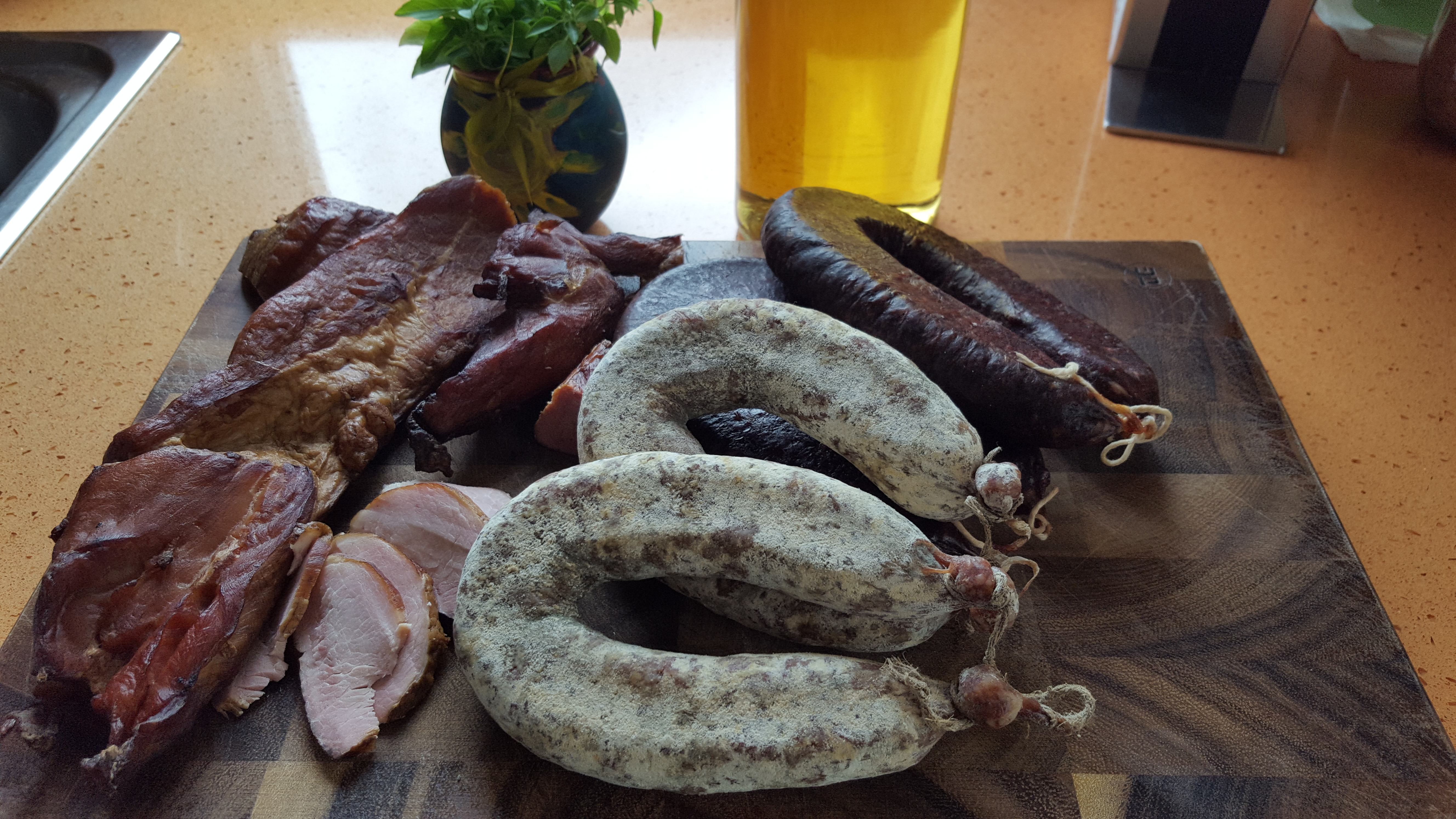Home-made Ham and Sausages from Paramun Inn / Домашно филе и суджук от ханче Парамун от placescases.com