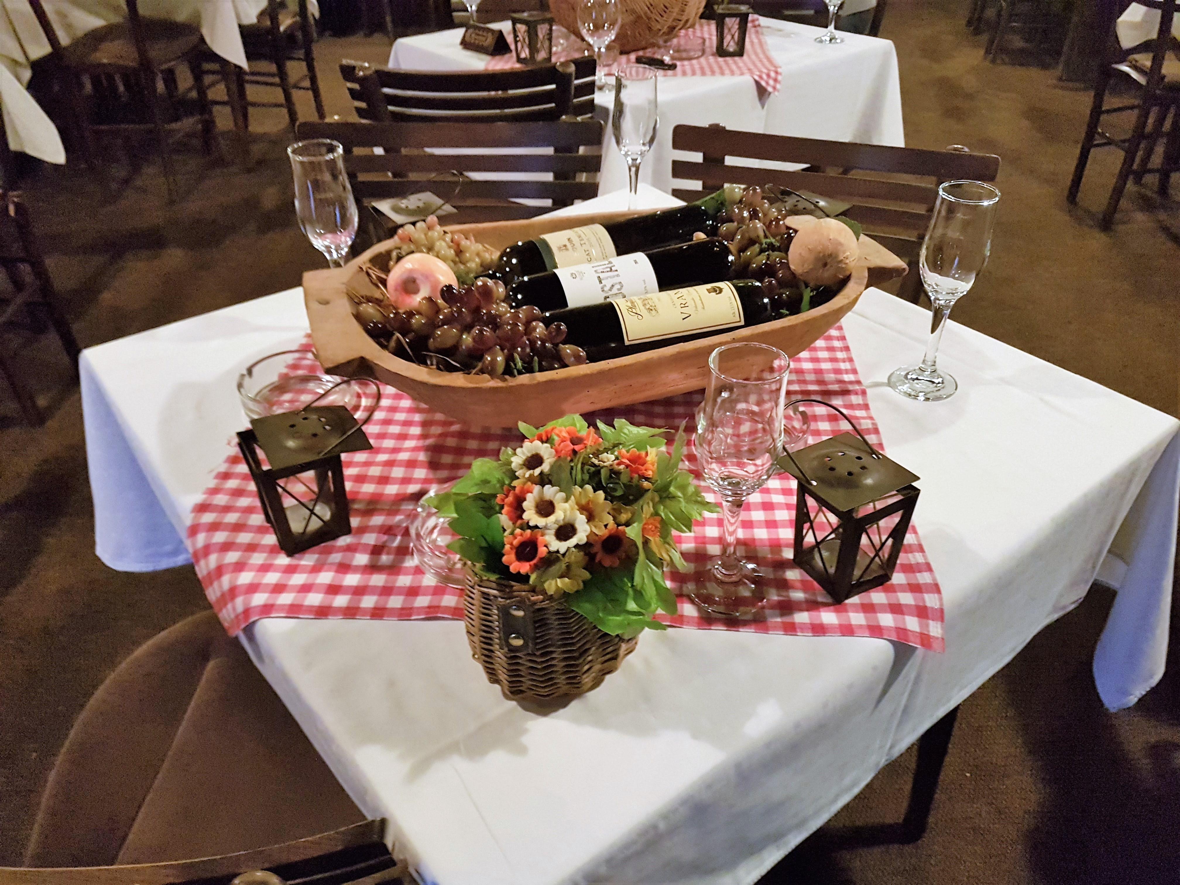 Декорирана маса в Кральев Чардак placescases.com